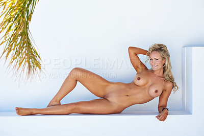A well trained sporty nude body on the beautiful Cecilie ...