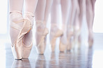 """En pointe"" in a row"