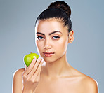 Apples hydrates as well as cleanses your skin